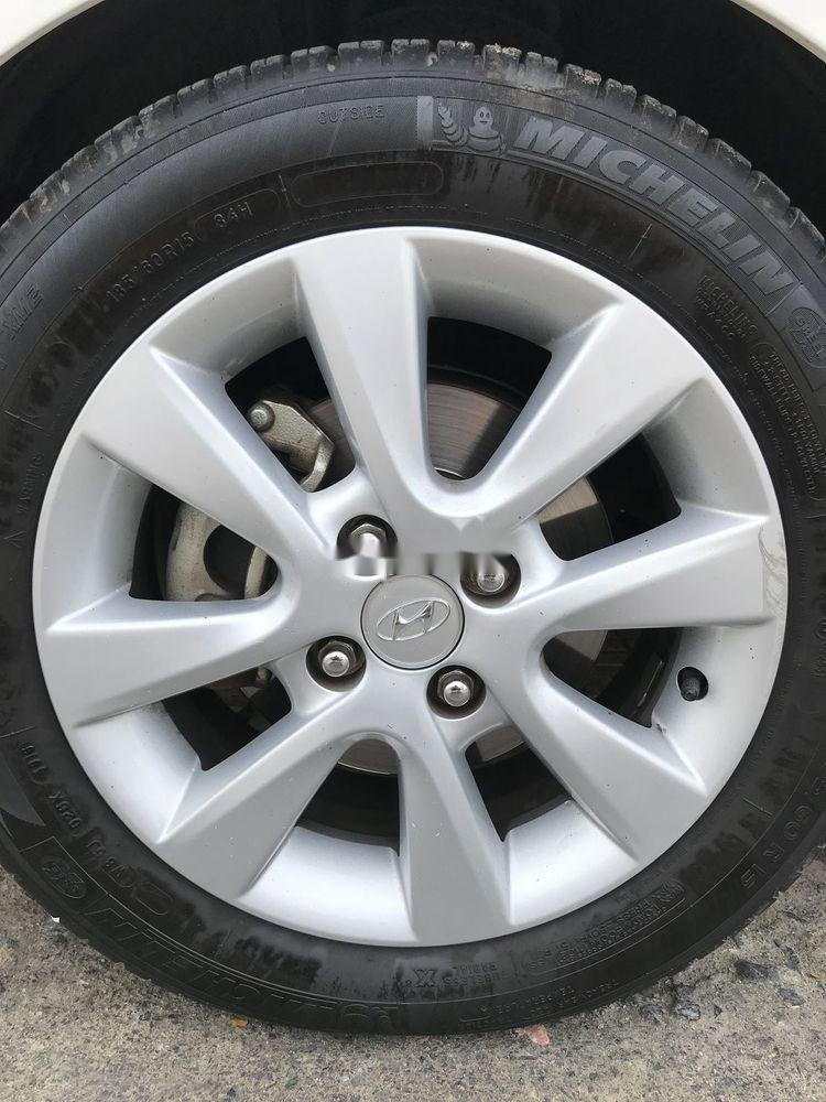 Cần bán Hyundai i20 đời 2013 xe nguyên bản (9)