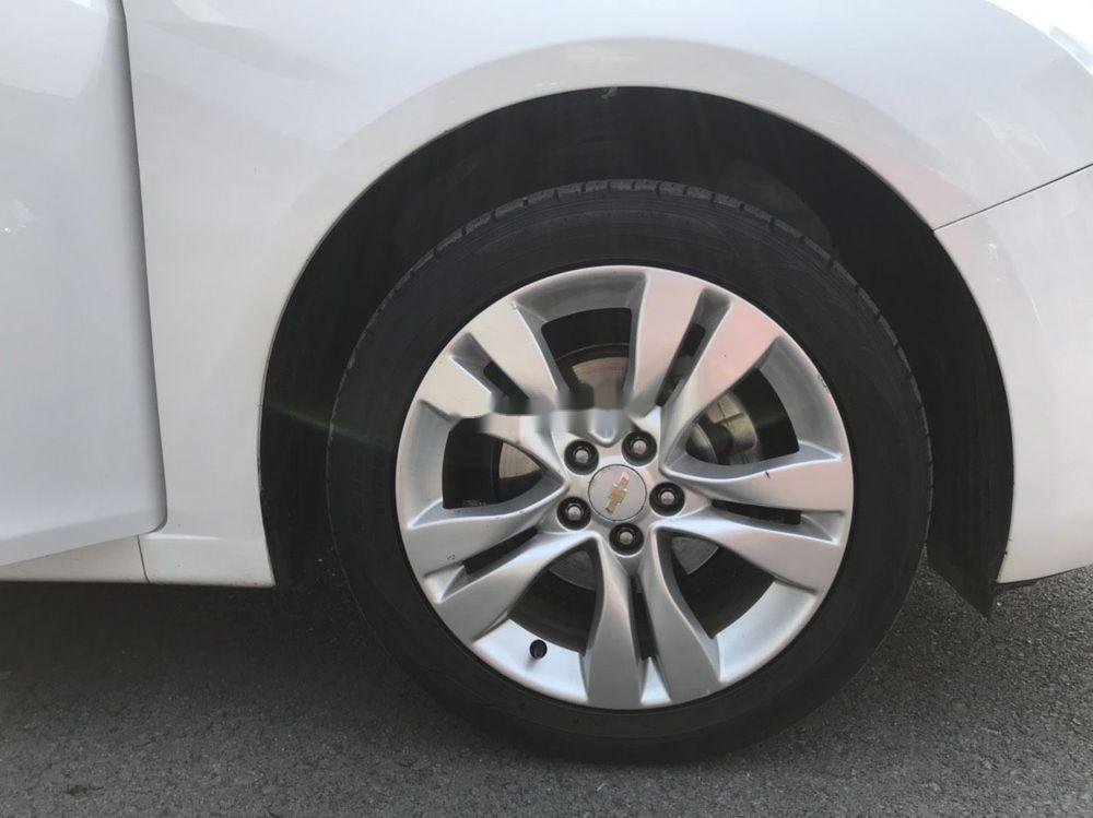 Cần bán gấp Chevrolet Cruze đời 2015, màu trắng xe nguyên bản (7)