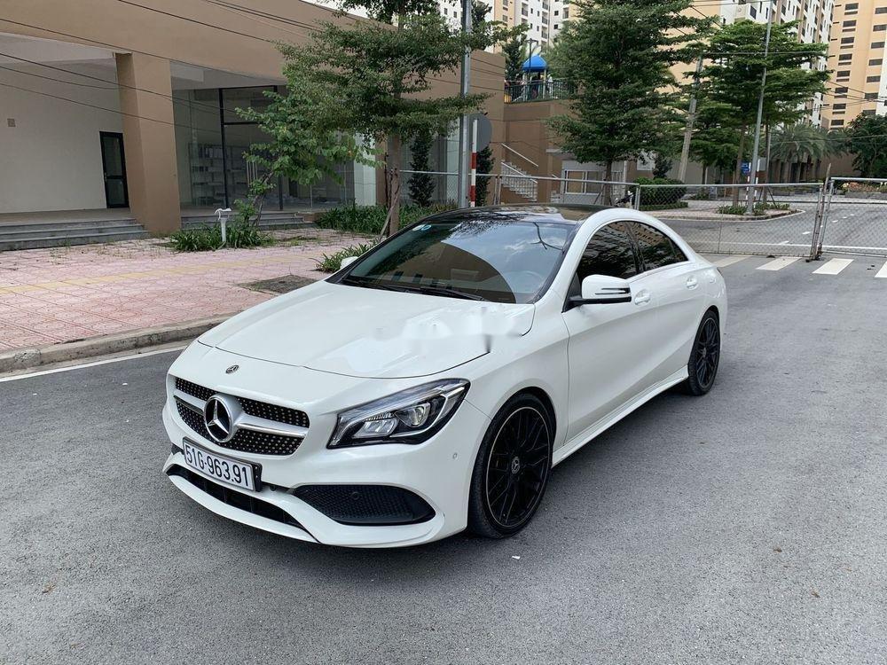 Cần bán xe Mercedes năm sản xuất 2017, màu trắng, xe nhập chính hãng (2)