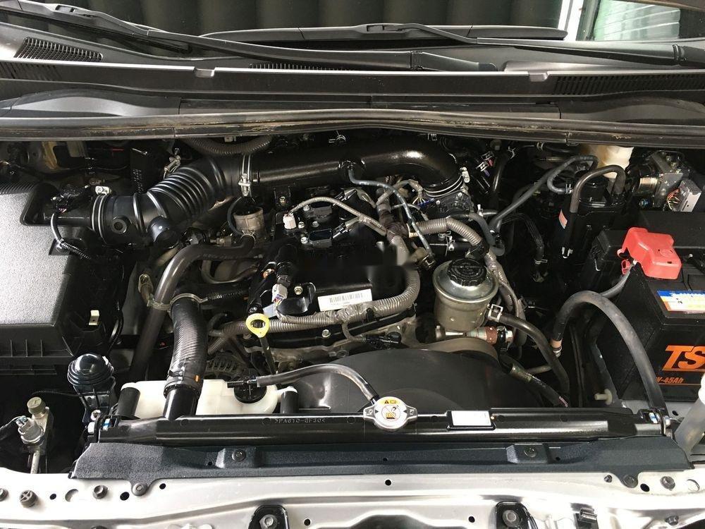 Cần bán xe Toyota Innova năm sản xuất 2017, màu bạc xe còn nguyên bản (11)