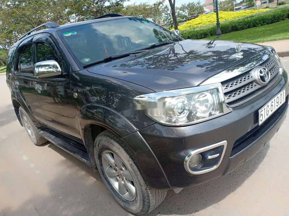 Cần bán Toyota Fortuner đời 2010, màu xám, xe nhập chính hãng (2)