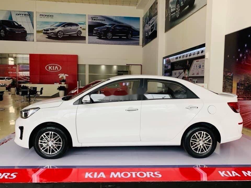Cần bán Kia Soluto đời 2019, màu trắng, 399tr xe nội thất đẹp (3)