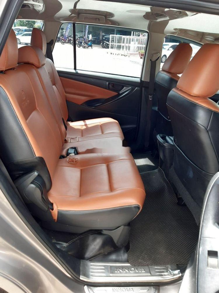 Bán xe Toyota Innova số sàn năm 2018, giá chỉ 720 triệu xe nguyên bản (7)