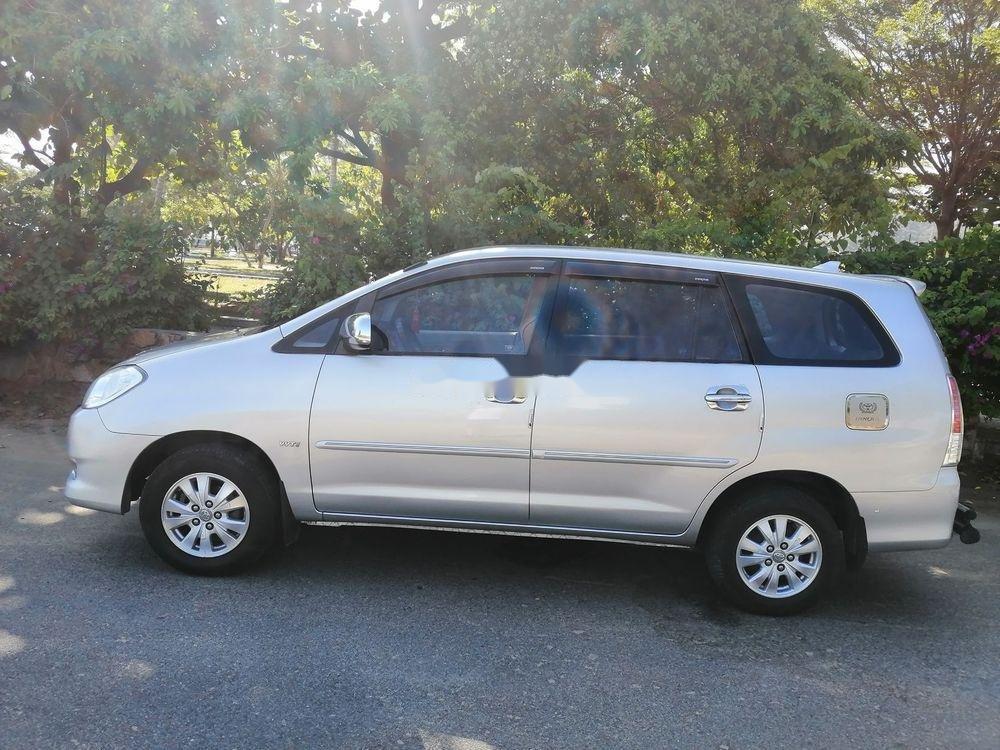 Bán Toyota Innova MT đời 2010, màu bạc, 400 triệu (1)