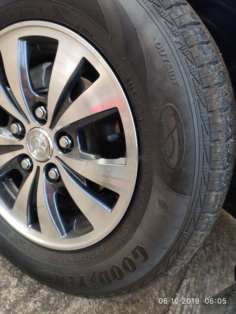 Bán Toyota Innova sản xuất 2013, màu bạc xe gia đình, giá tốt xe nguyên bản (2)