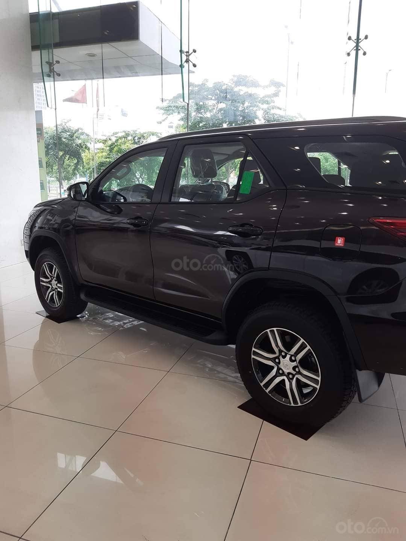 Bán Toyota Fortuner FG. FK. FVD năm sản xuất 2019, màu đen, nhập khẩu nguyên chiếc (2)