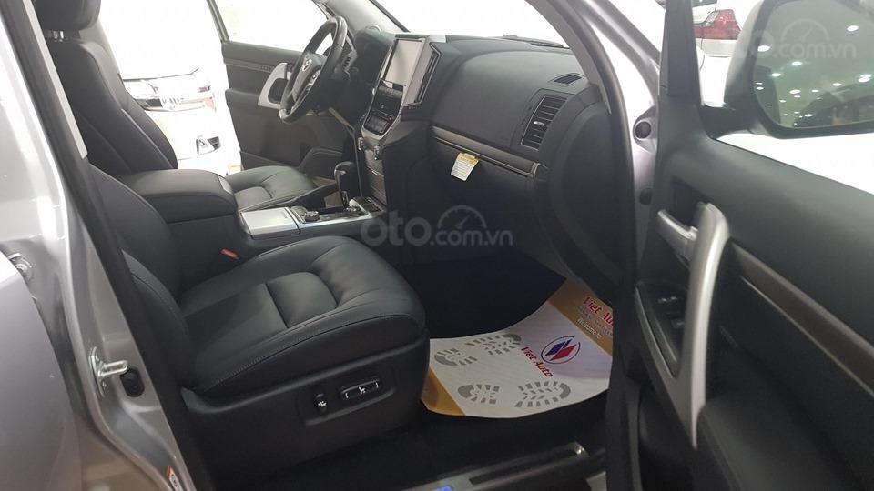 Bán Toyota Land Cruiser 5.7L model 2019, bản xuất Mỹ màu bạc (4)