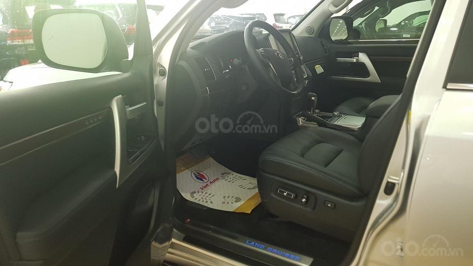 Bán Toyota Land Cruiser 5.7L model 2019, bản xuất Mỹ màu bạc (6)