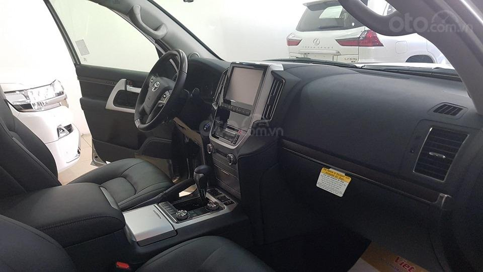 Bán Toyota Land Cruiser 5.7L model 2019, bản xuất Mỹ màu bạc (5)