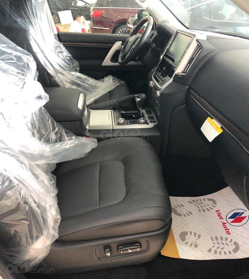 Bán Toyota Land Cruiser 5.7L model 2019, bản xuất Mỹ màu bạc (7)