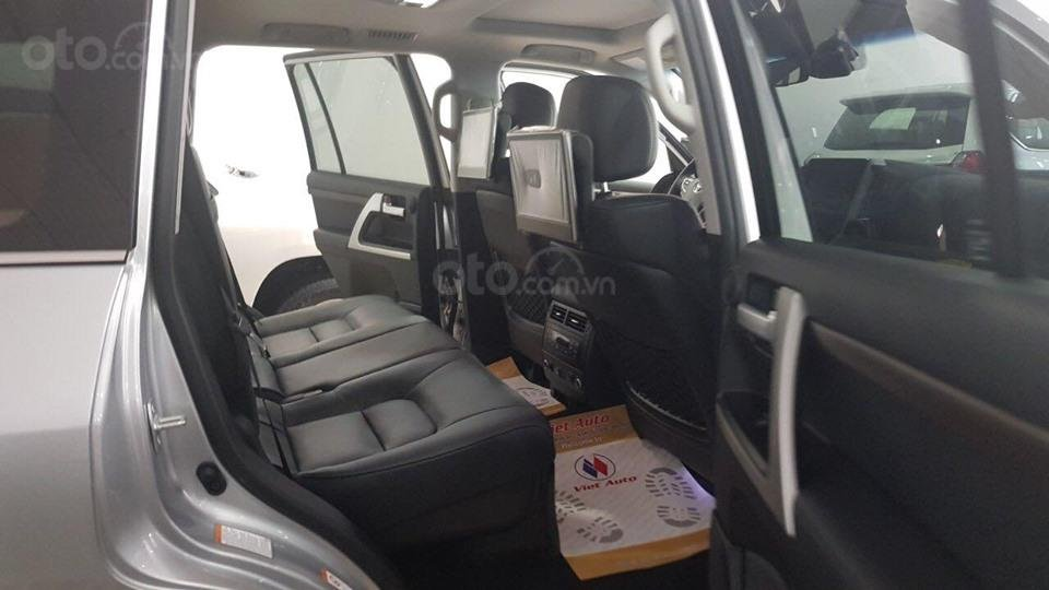 Bán Toyota Land Cruiser 5.7L model 2019, bản xuất Mỹ màu bạc (11)