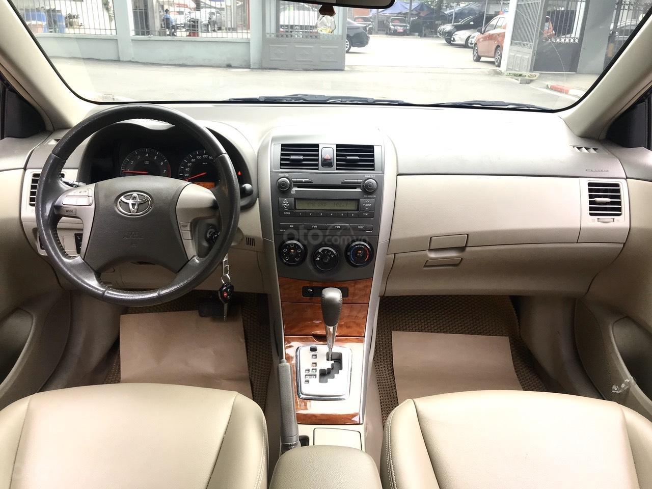 Bán Toyota Corolla Altis đời 2017, màu bạc (3)