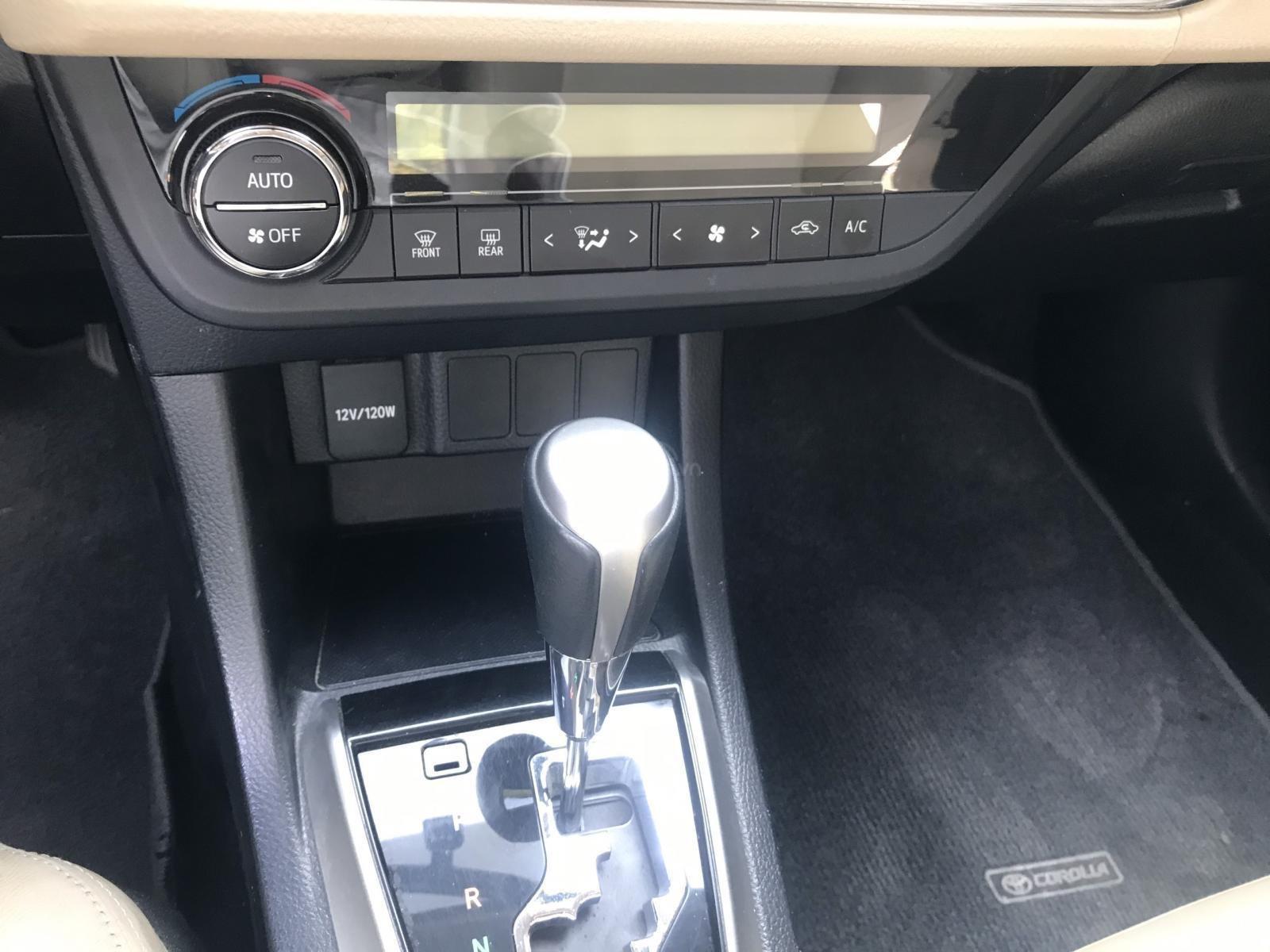 Bán Toyota Corolla Altis đời 2017, màu bạc (10)