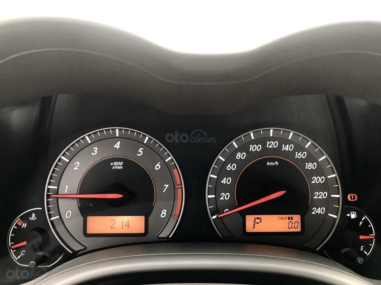 Bán Toyota Corolla Altis đời 2017, màu bạc (6)