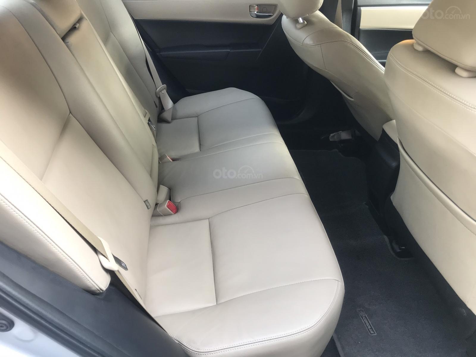 Bán Toyota Corolla Altis đời 2017, màu bạc (16)