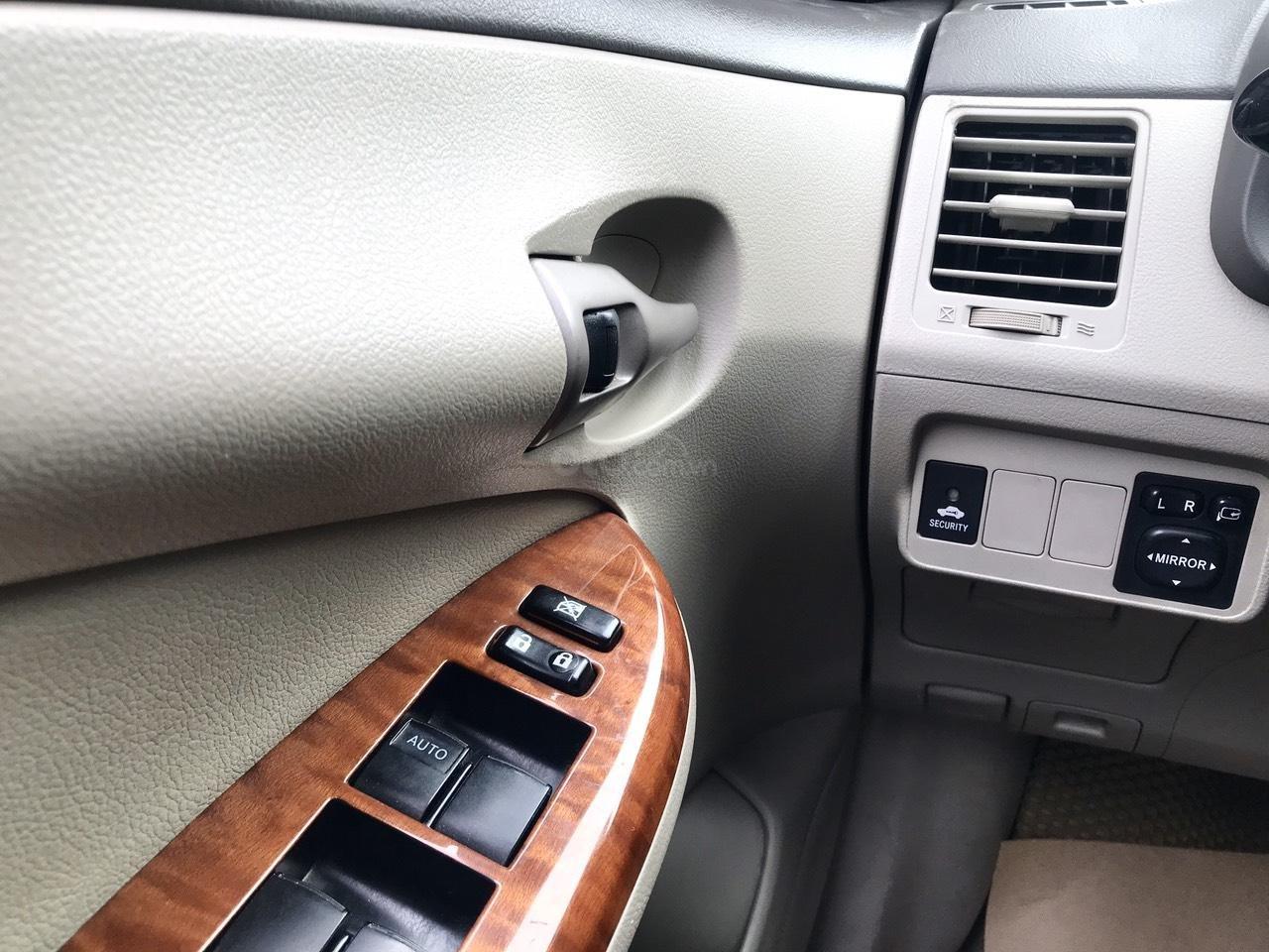 Bán Toyota Corolla Altis đời 2017, màu bạc (13)