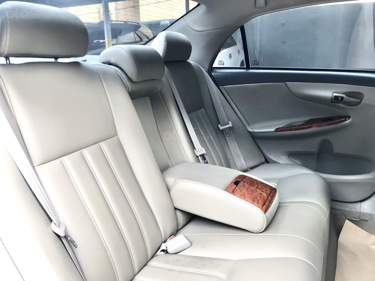 Bán Toyota Corolla Altis đời 2017, màu bạc (14)