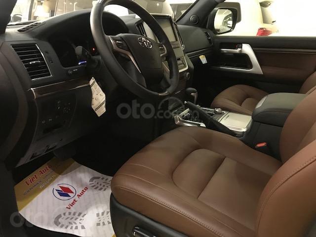 Bán Toyota Land Cruiser 5.7 đời 2019, màu bạc, đen nhập Mỹ (5)