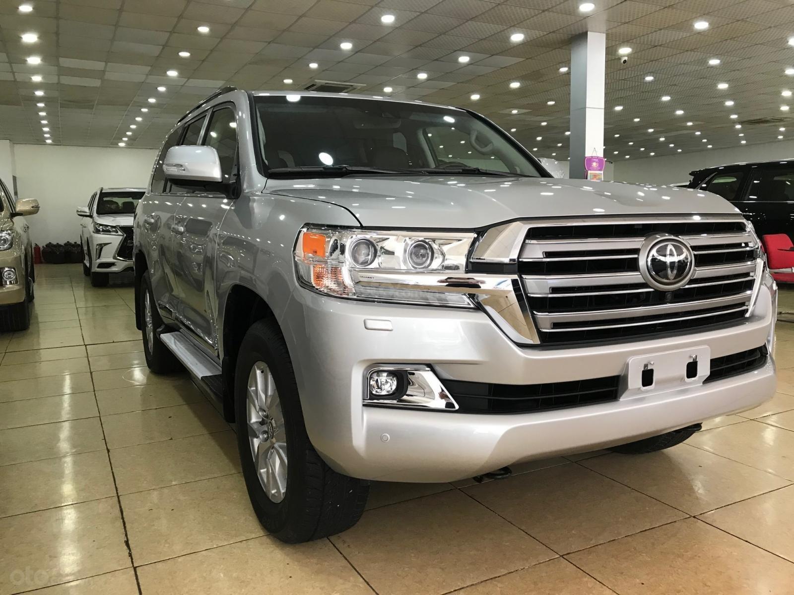Bán Toyota Land Cruiser 5.7 đời 2019, màu bạc, đen nhập Mỹ (2)