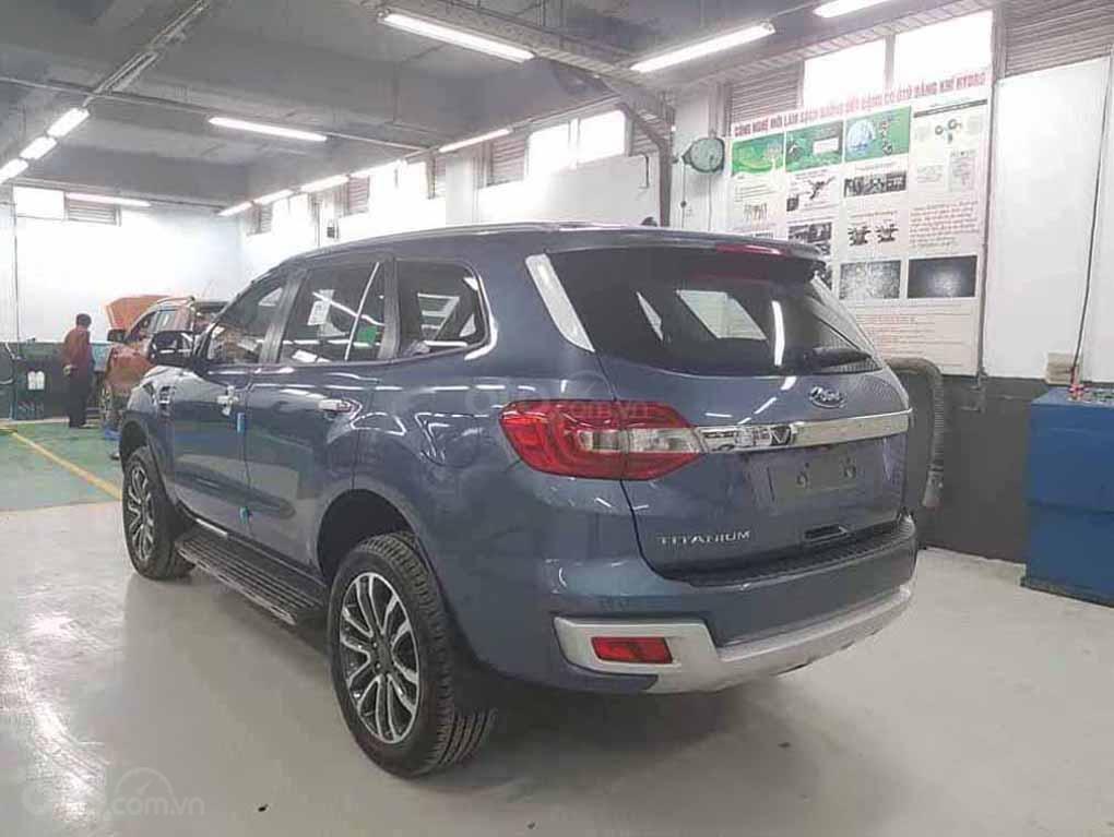 [Fordeverest.com.vn] Ford Everest Titanium 4x2 AT giảm giá đặc biệt, tri ân khách hàng tặng ngàn phụ kiện (4)