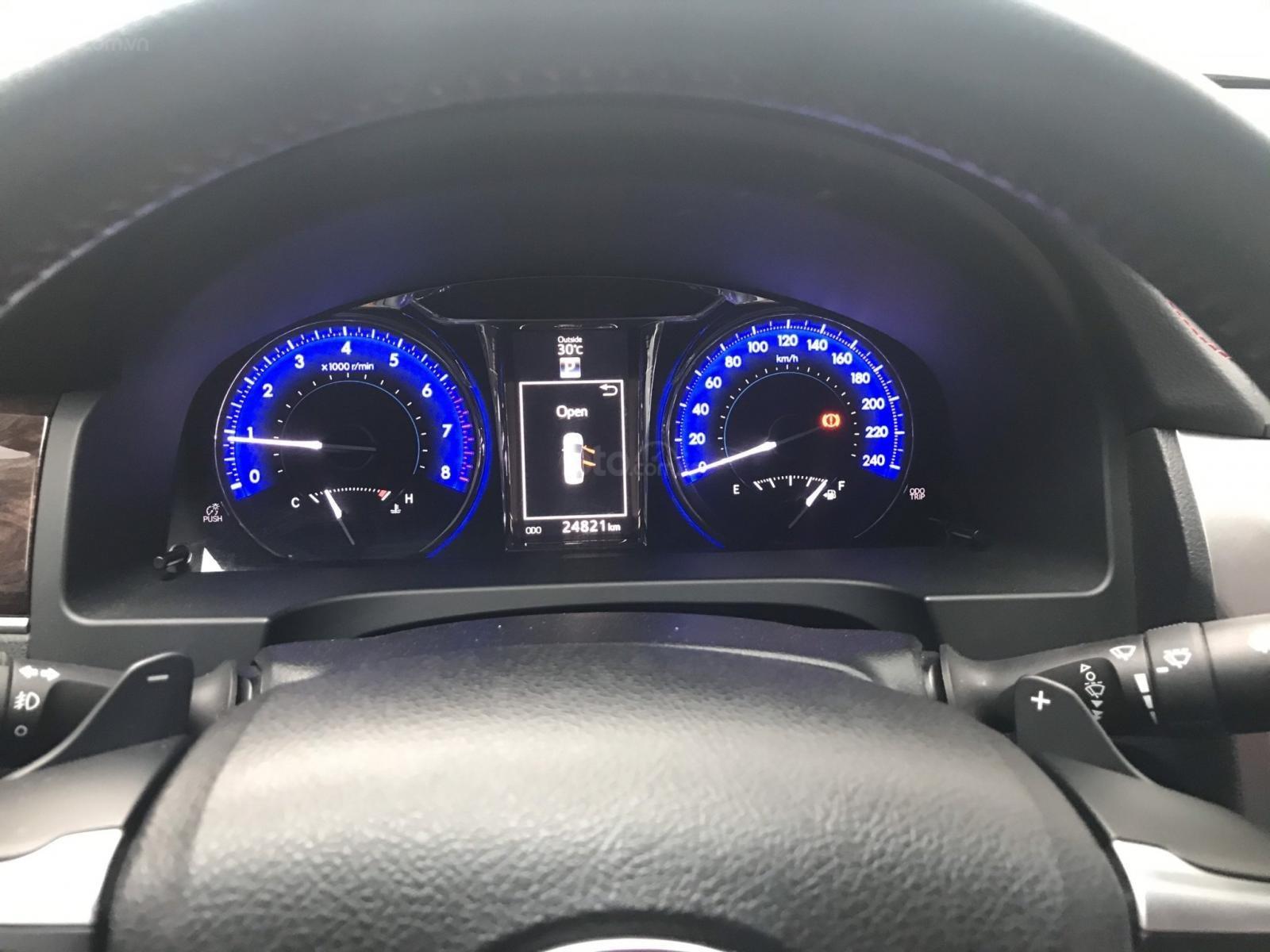 Bán ô tô Toyota Camry 2.5Q sản xuất 2017, màu trắng (3)