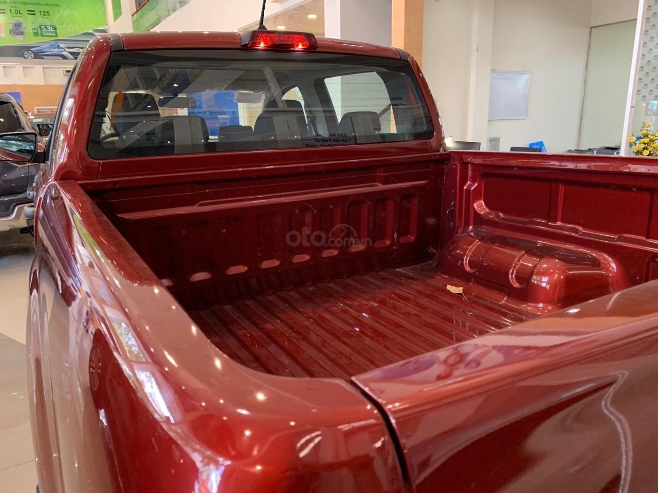 Ford Ranger XLS khuyến mãi lớn trong tháng và tặng phụ kiện (4)