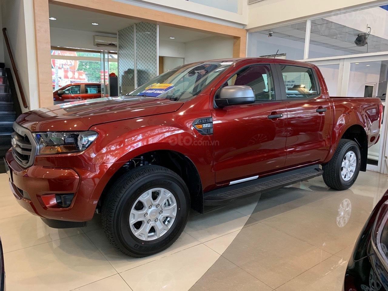 Ford Ranger XLS khuyến mãi lớn trong tháng và tặng phụ kiện (3)