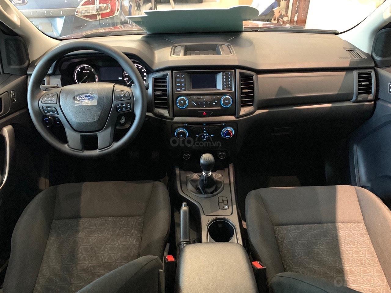 Ford Ranger XLS khuyến mãi lớn trong tháng và tặng phụ kiện (6)