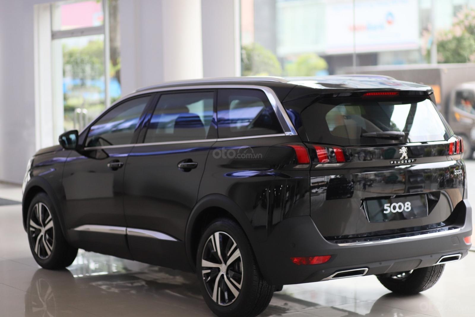 Cần bán Peugeot 5008 2019, màu đen, 430 triệu nhận xe (3)