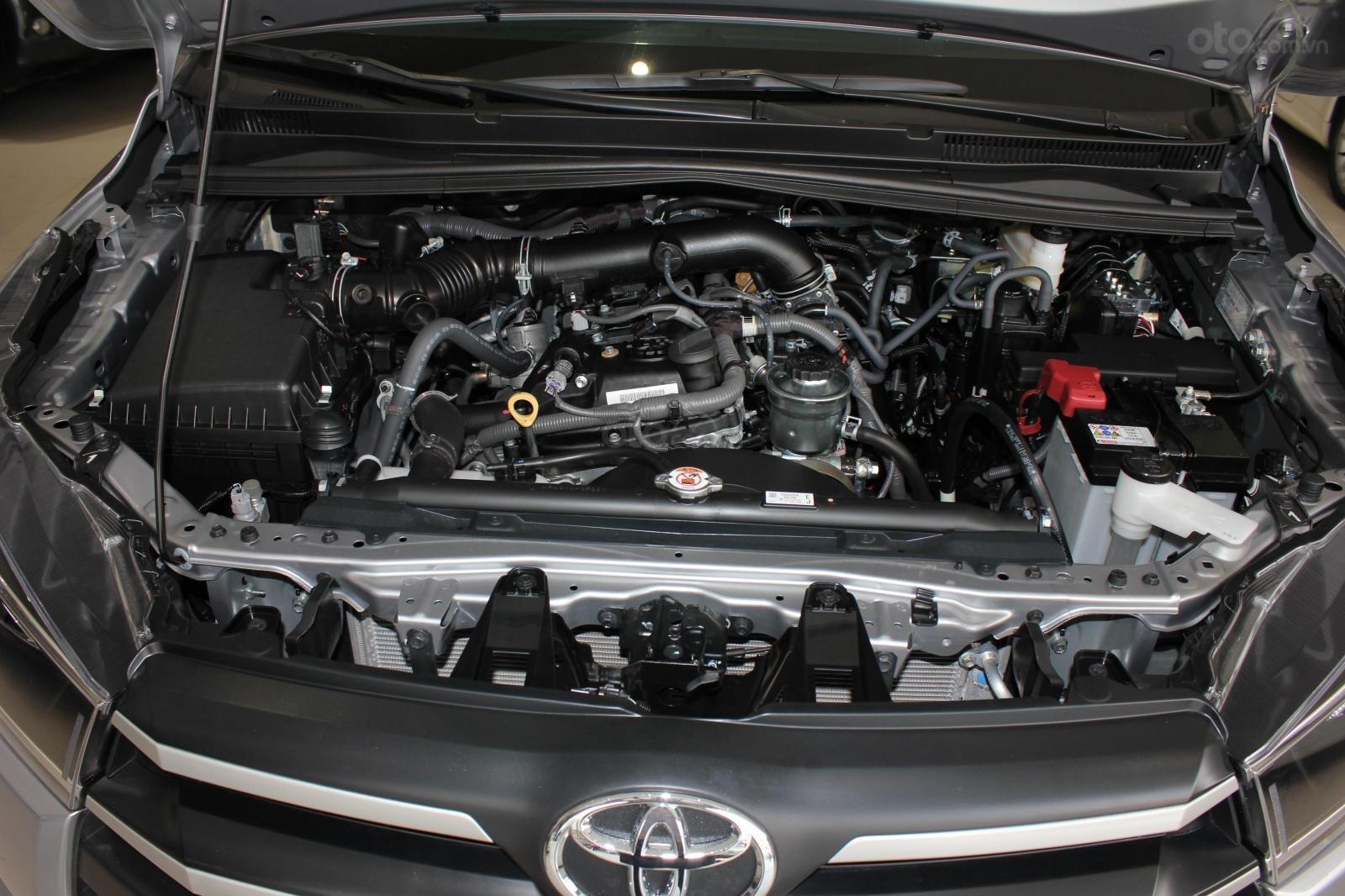 Bán Toyota Innova E 2.0MT SX 2019, lướt 15000km, màu bạc, bản 6 túi khí, giá TL (14)