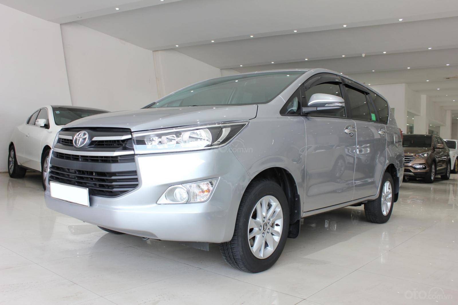 Bán Toyota Innova E 2.0MT SX 2019, lướt 15000km, màu bạc, bản 6 túi khí, giá TL (3)