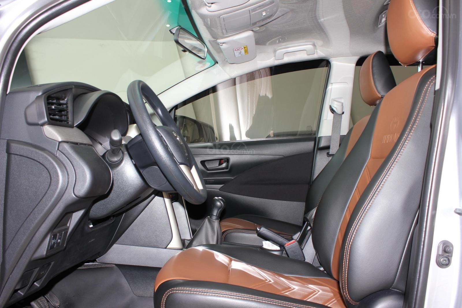 Bán Toyota Innova E 2.0MT SX 2019, lướt 15000km, màu bạc, bản 6 túi khí, giá TL (12)