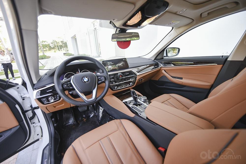 BMW 530i, giảm giá 100tr, tặng BHVC, thủ tục nhanh gọn, giao xe tận nhà (4)