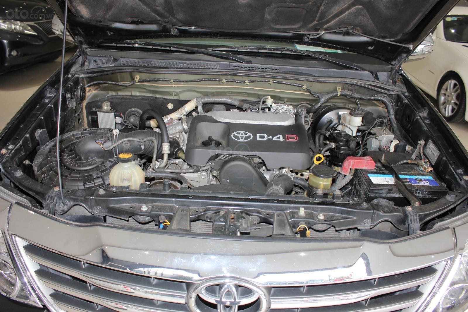 Bán xe Toyota Fortuner 2.5G MT đời 2012, máy dầu, màu đen, biển SG, xe đẹp (15)