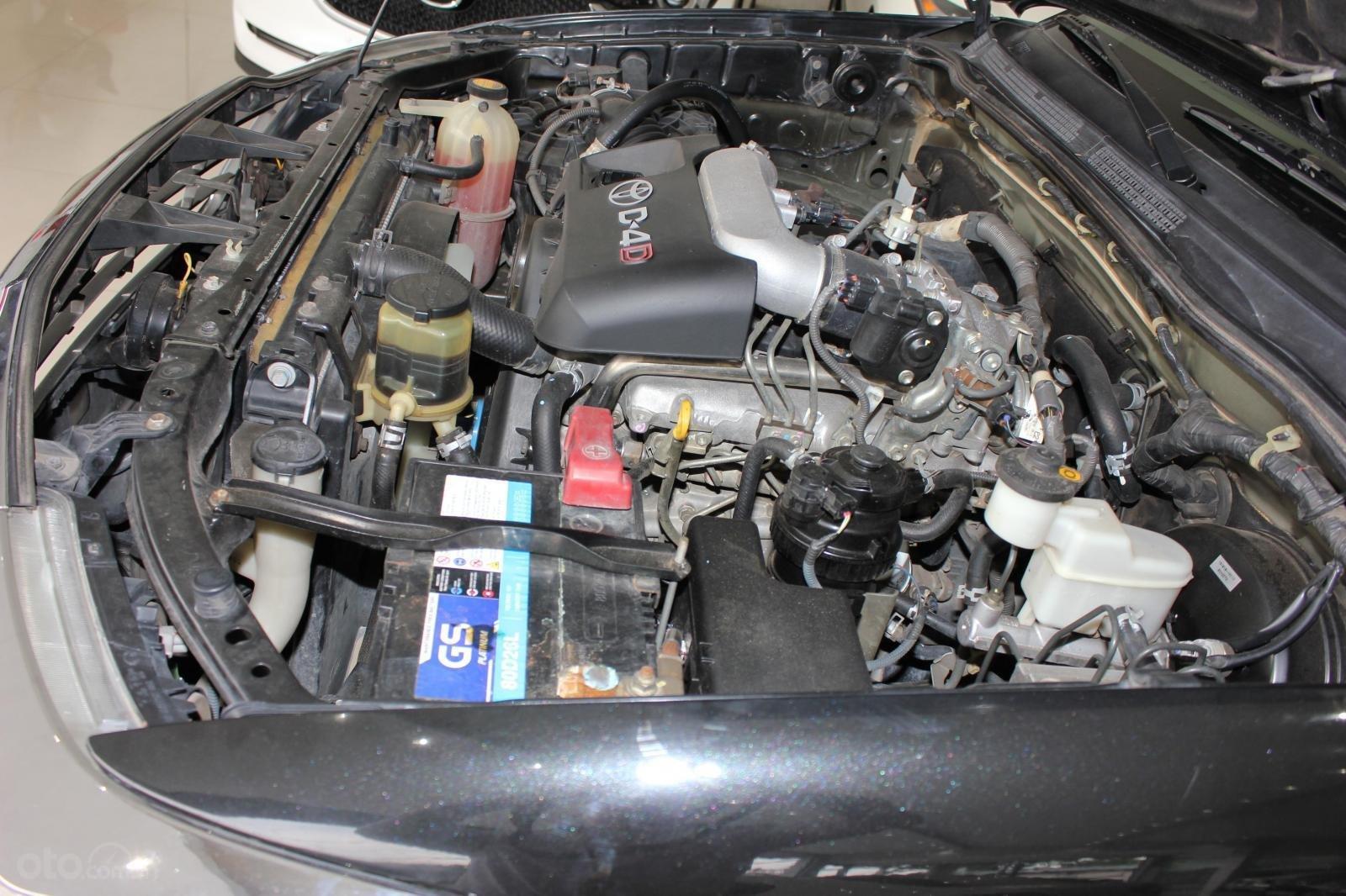Bán xe Toyota Fortuner 2.5G MT đời 2012, máy dầu, màu đen, biển SG, xe đẹp (16)