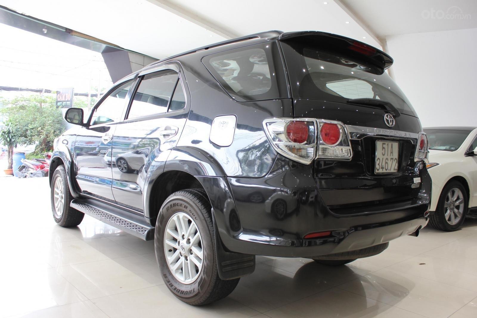 Bán xe Toyota Fortuner 2.5G MT đời 2012, máy dầu, màu đen, biển SG, xe đẹp (5)