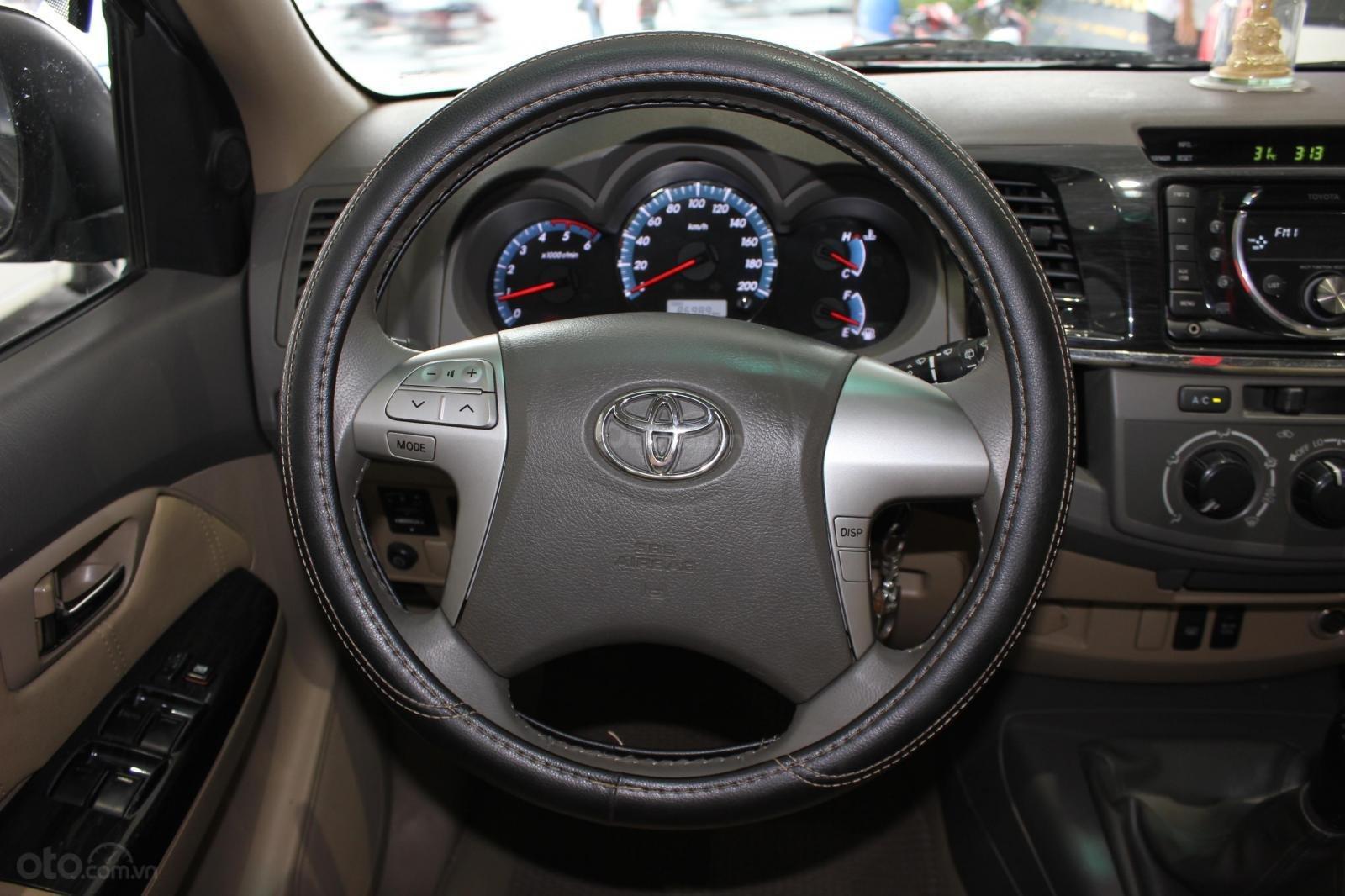 Bán xe Toyota Fortuner 2.5G MT đời 2012, máy dầu, màu đen, biển SG, xe đẹp (8)