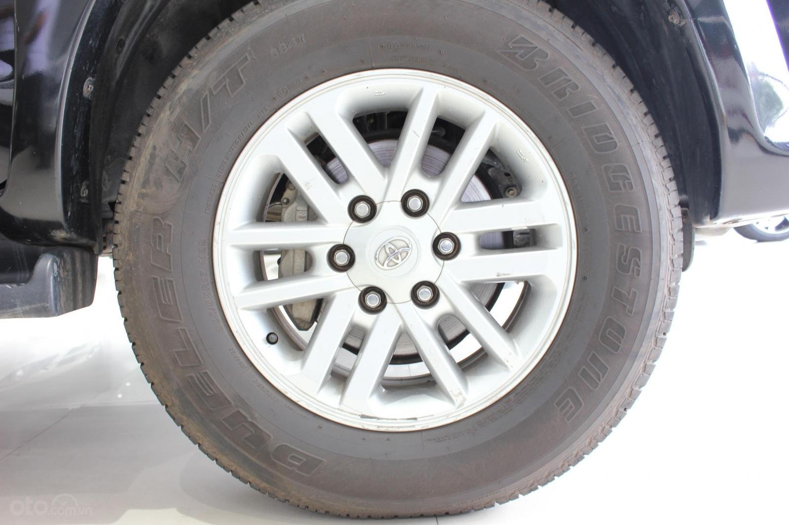 Bán xe Toyota Fortuner 2.5G MT đời 2012, máy dầu, màu đen, biển SG, xe đẹp (17)