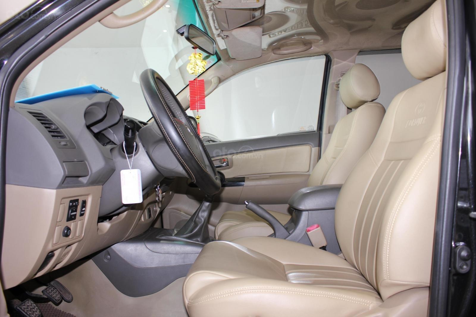 Bán xe Toyota Fortuner 2.5G MT đời 2012, máy dầu, màu đen, biển SG, xe đẹp (10)