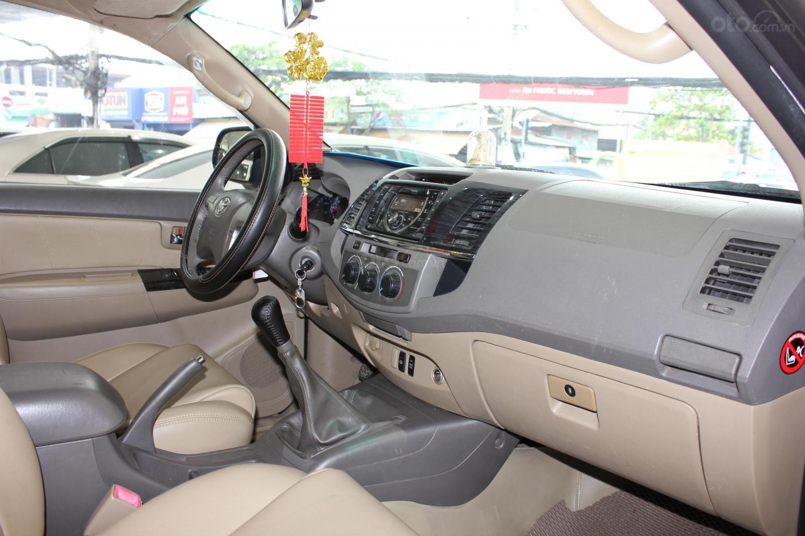 Bán xe Toyota Fortuner 2.5G MT đời 2012, máy dầu, màu đen, biển SG, xe đẹp (12)