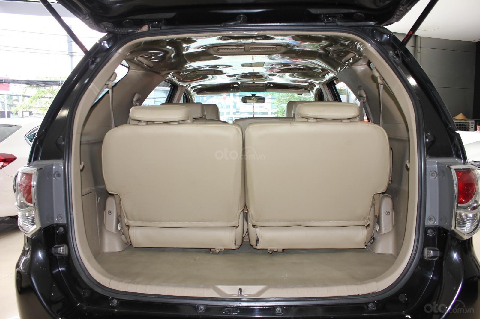 Bán xe Toyota Fortuner 2.5G MT đời 2012, máy dầu, màu đen, biển SG, xe đẹp (14)