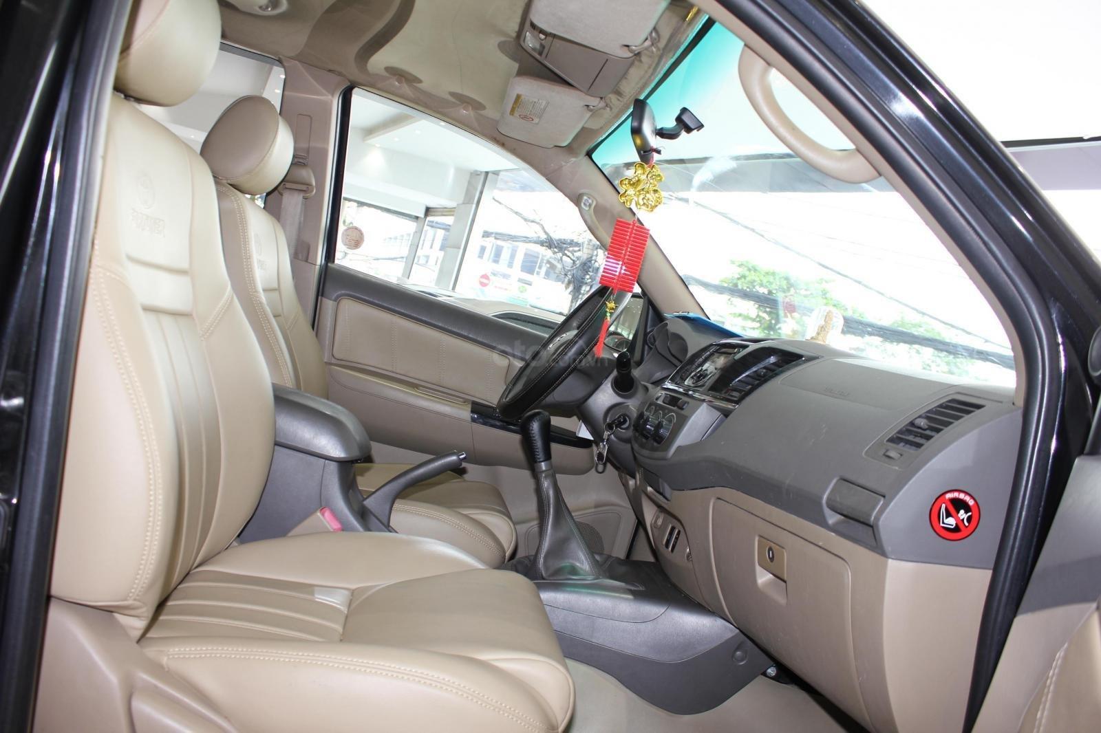 Bán xe Toyota Fortuner 2.5G MT đời 2012, máy dầu, màu đen, biển SG, xe đẹp (11)