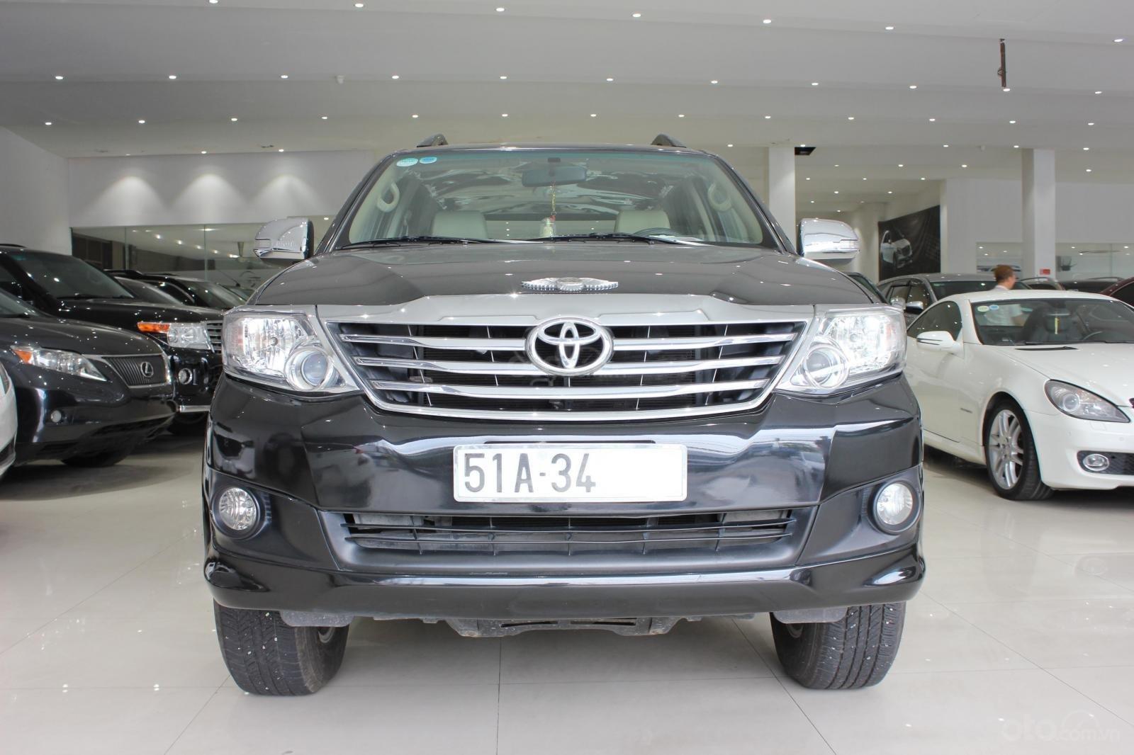 Bán xe Toyota Fortuner 2.5G MT đời 2012, máy dầu, màu đen, biển SG, xe đẹp (2)