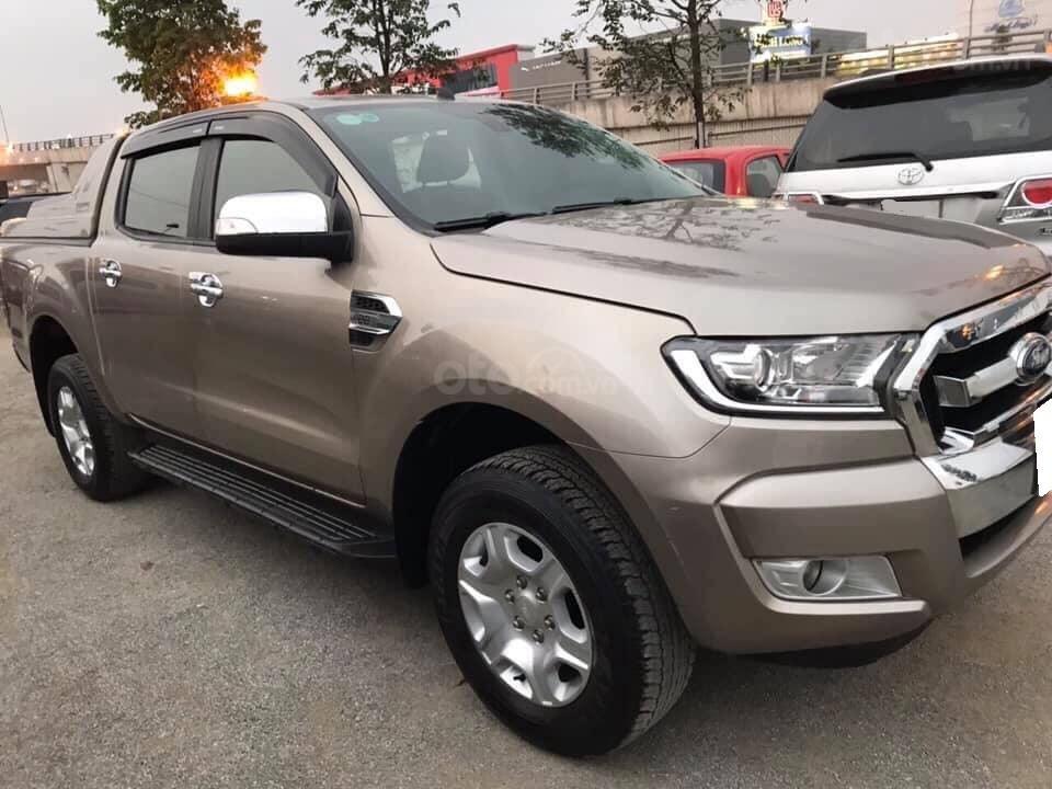 Gia đình cần bán xe Ranger XLS 2017, số sàn, máy dầu, màu xám, (3)