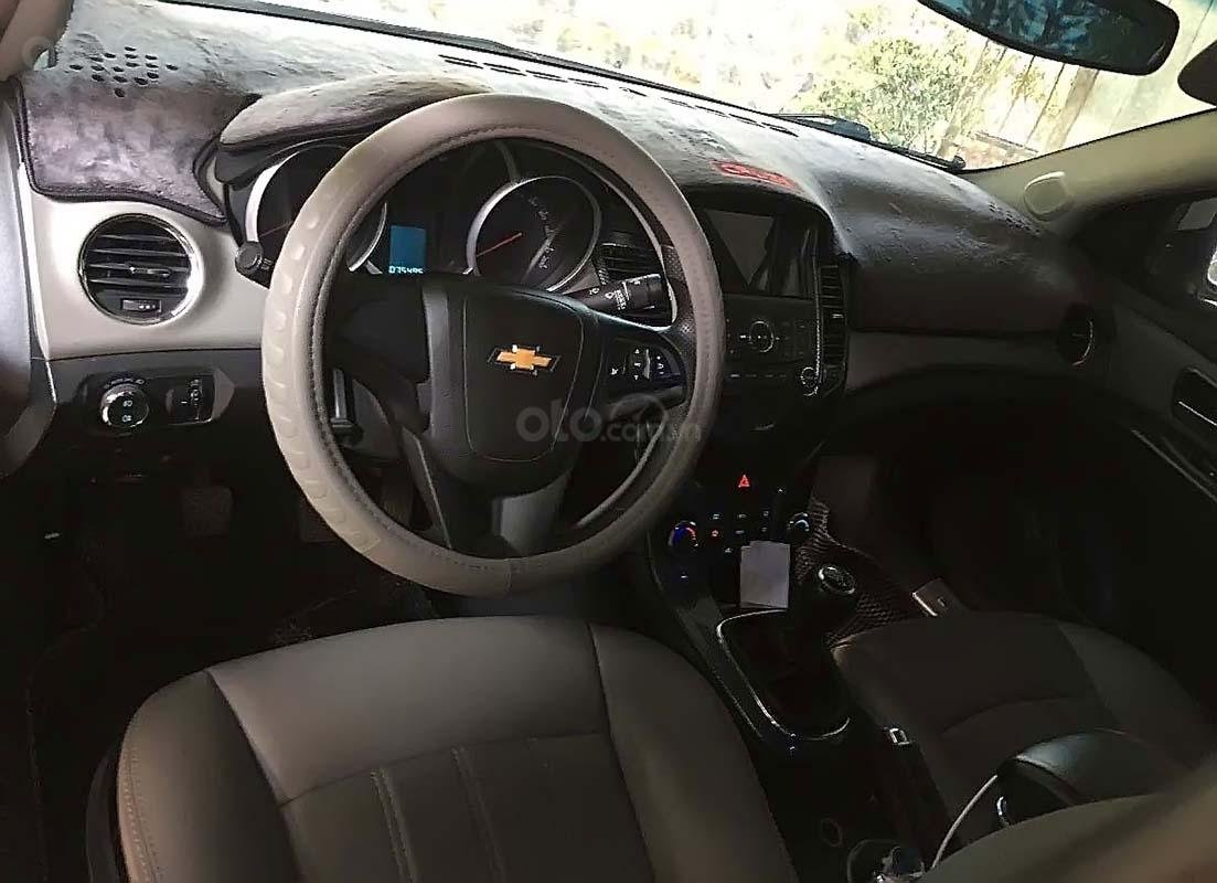 Bán Chevrolet Cruze năm 2016, màu trắng, 420tr (2)