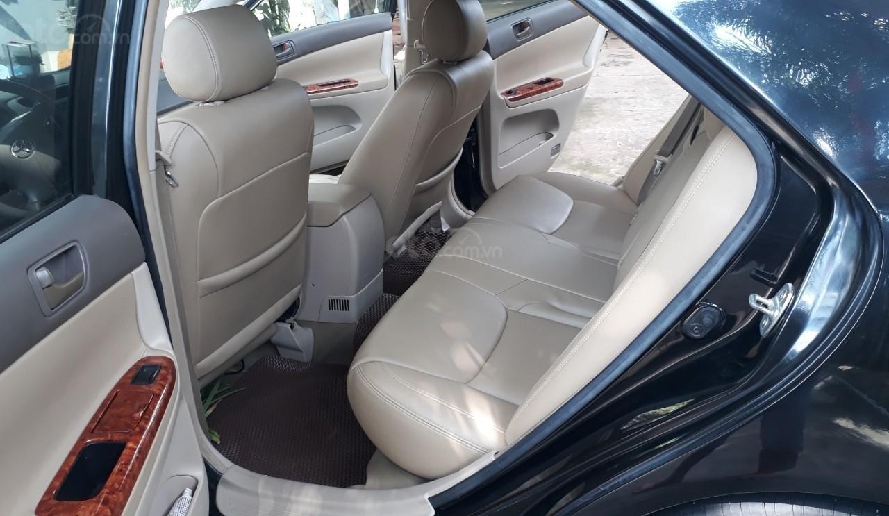 Xe Toyota Camry đời 2005, màu đen mới 95% giá chỉ 375 triệu đồng (4)