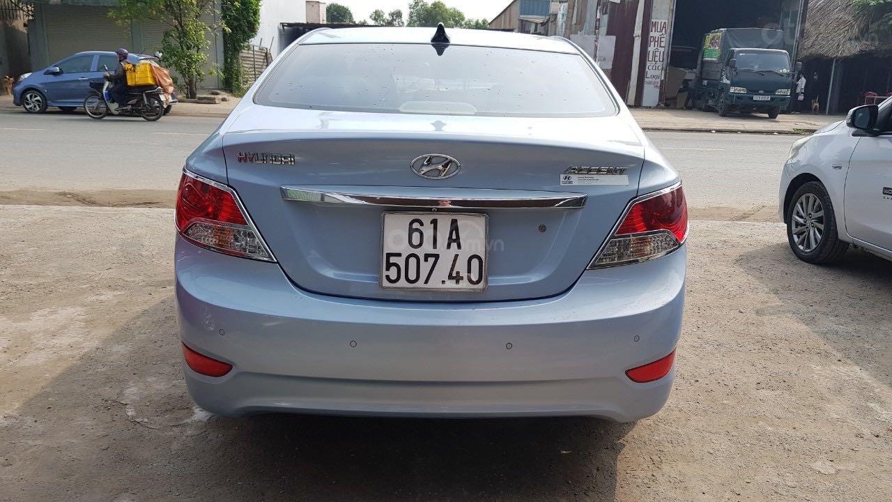 Bán xe Hyundai Accent năm 2012, màu xanh lam xe gia đình giá tốt 380 triệu đồng (3)