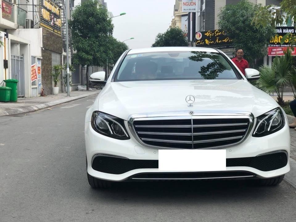 Mercedes E200 model 2019, màu trắng/đen biển Hà Nội (1)