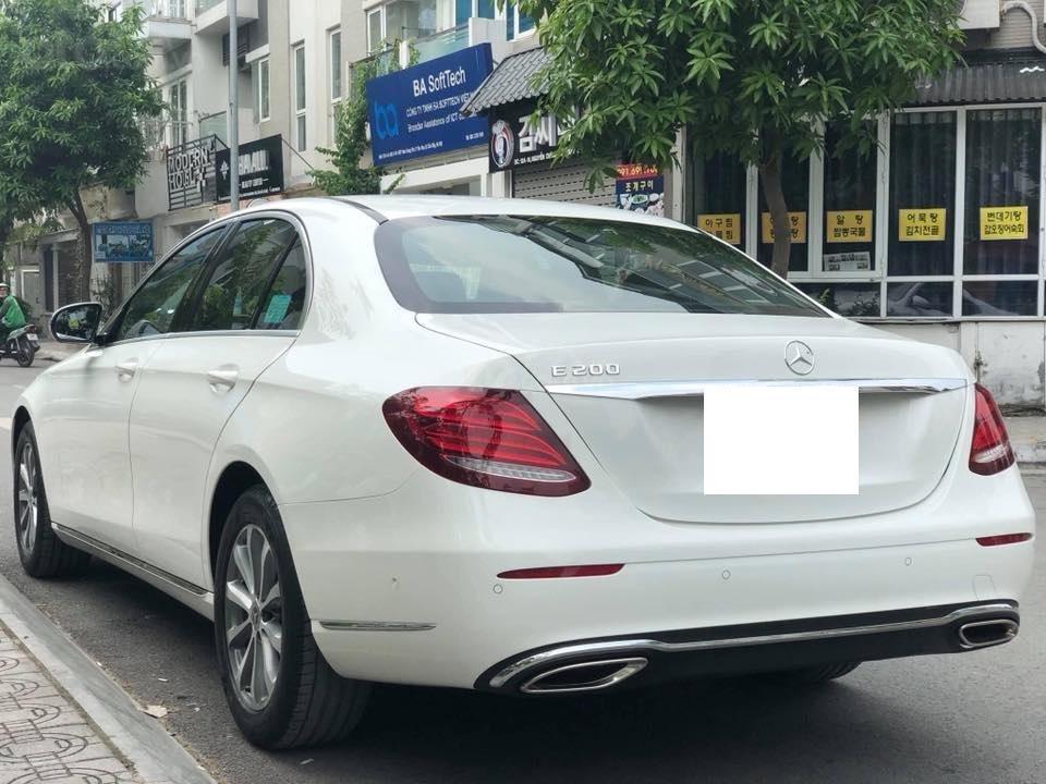 Mercedes E200 model 2019, màu trắng/đen biển Hà Nội (7)