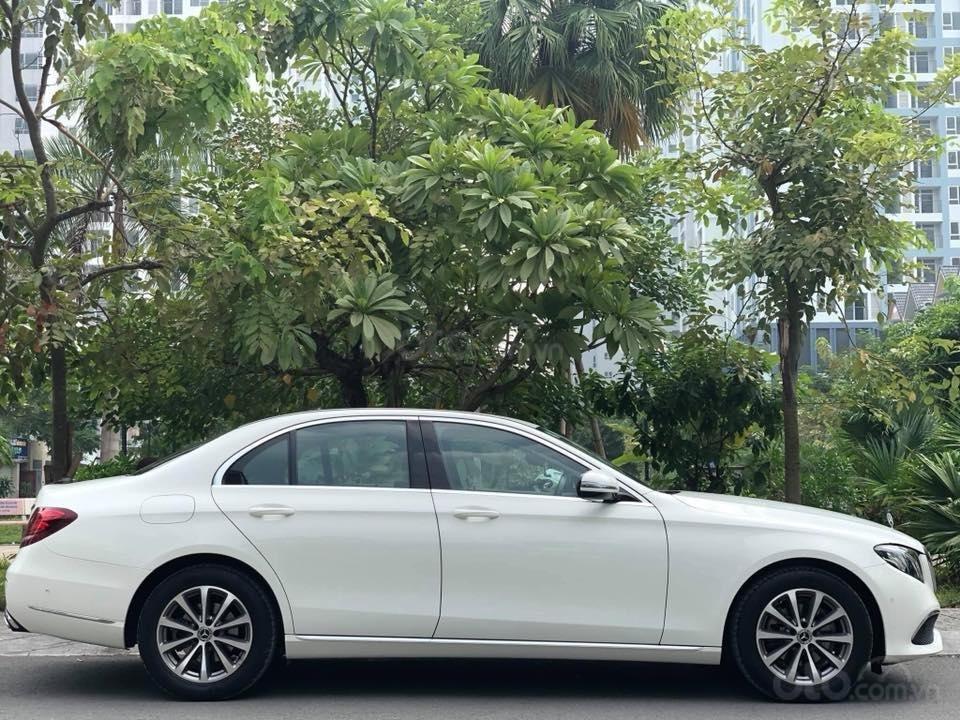 Mercedes E200 model 2019, màu trắng/đen biển Hà Nội (9)